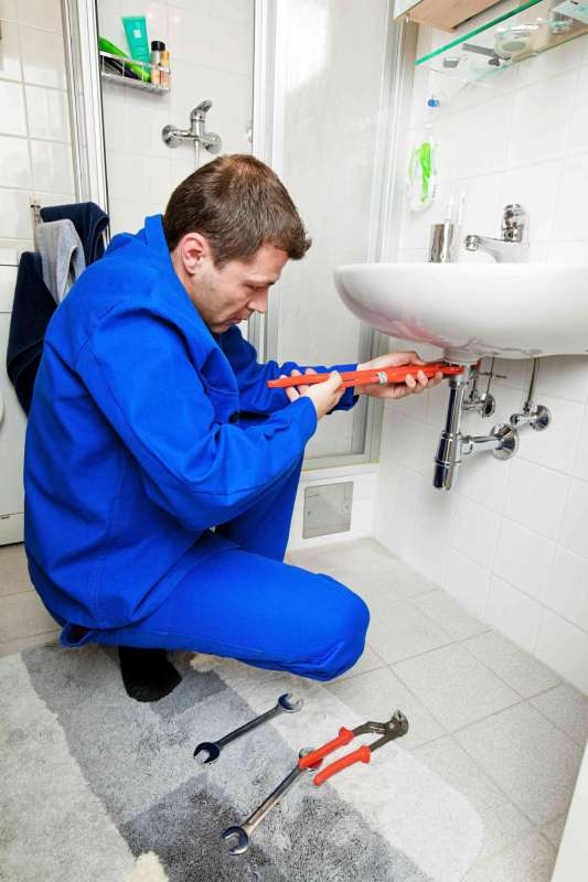 https://plumbinganddrainrepair.com/wp-content/uploads/1607/75/24_hour_emergency_plumber_008.jpg