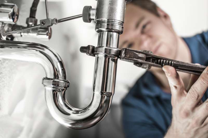 https://plumbinganddrainrepair.com/wp-content/uploads/1607/75/24_hour_emergency_plumber_019.jpg