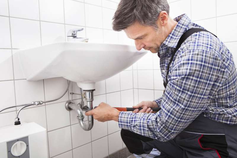 https://plumbinganddrainrepair.com/wp-content/uploads/1607/75/24_hour_emergency_plumber_038.jpg