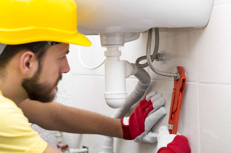 https://plumbinganddrainrepair.com/wp-content/uploads/1607/75/24_hour_emergency_plumber_045.jpg