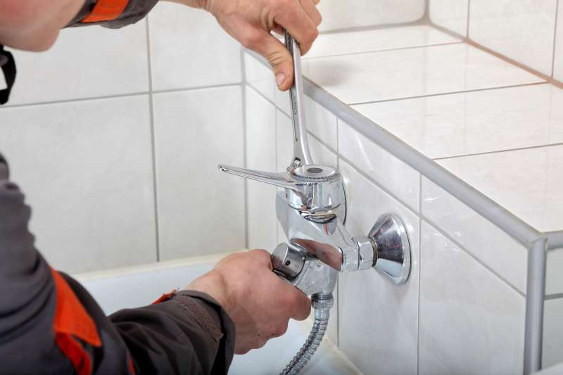 https://plumbinganddrainrepair.com/wp-content/uploads/1607/75/24_hour_emergency_plumber_056.jpg