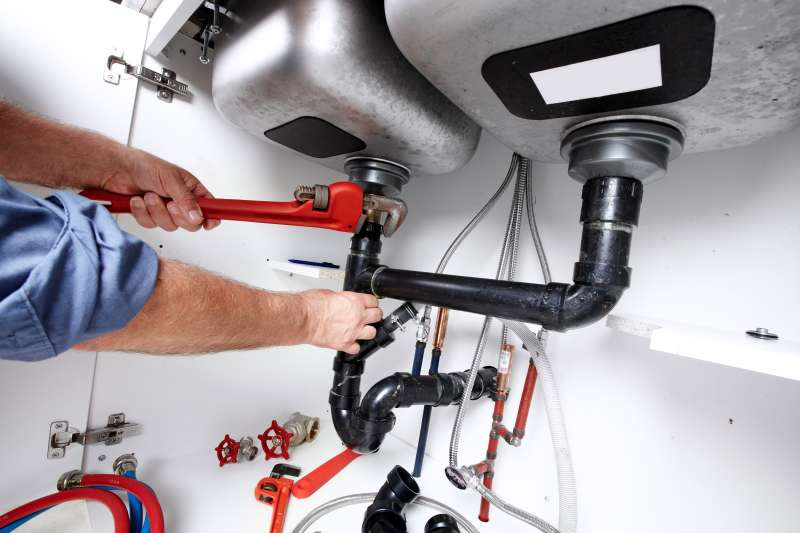 https://plumbinganddrainrepair.com/wp-content/uploads/1607/75/24_hour_emergency_plumber_059.jpg