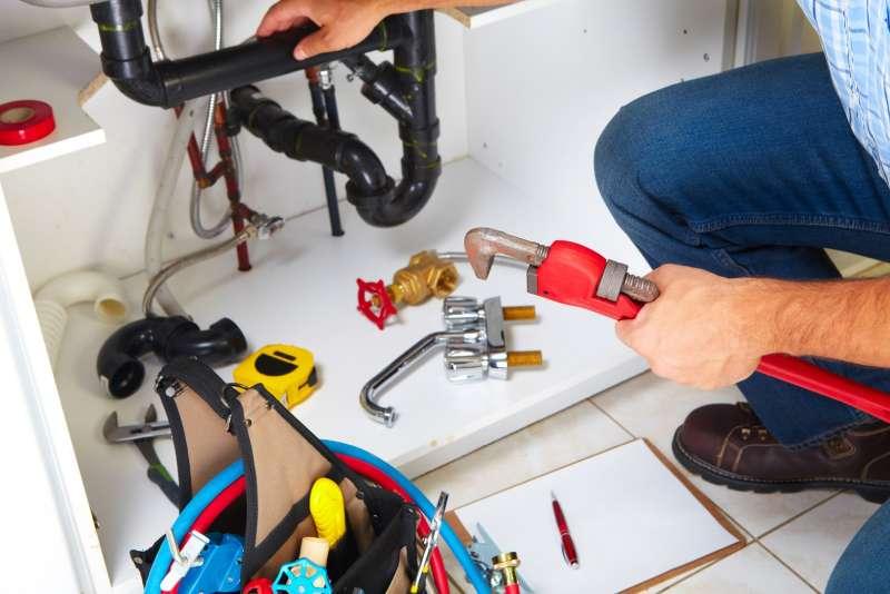 https://plumbinganddrainrepair.com/wp-content/uploads/1607/75/24_hour_emergency_plumber_063.jpg