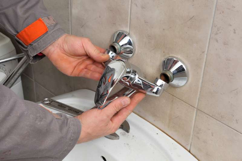 https://plumbinganddrainrepair.com/wp-content/uploads/1607/75/24_hour_emergency_plumber_066.jpg