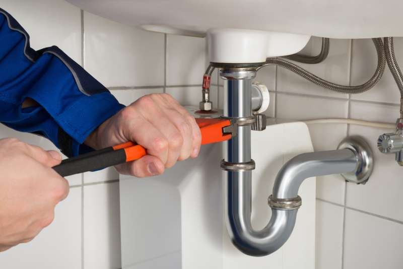 https://plumbinganddrainrepair.com/wp-content/uploads/1607/75/24_hour_emergency_plumber_081.jpg