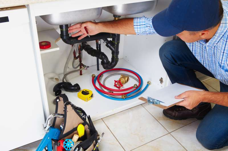 https://plumbinganddrainrepair.com/wp-content/uploads/1607/75/24_hour_emergency_plumber_086.jpg