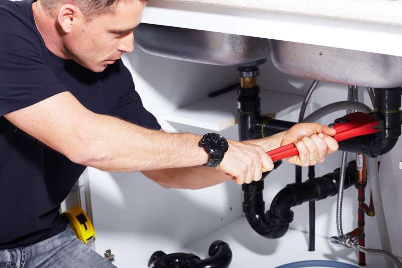 https://plumbinganddrainrepair.com/wp-content/uploads/1607/75/24_hour_emergency_plumber_117.jpg